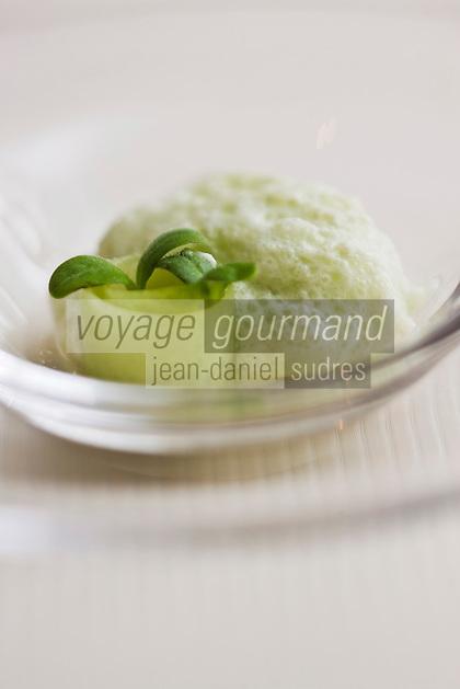 Europe/France/Aquitaine/33/Gironde/Médoc/Pauillac: Fraîcheur de concombre avec son maigre mariné en tartare au caviar d'aquitaine , recette de Jean-Luc Rocha -  Château Cordeillan-Bages