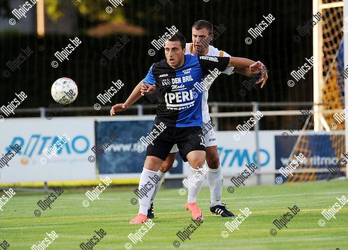 2012-07-25 / Voetbal / seizoen 2012-2013 / KFCO Wilrijk - Rupel-Boom / Serkan Kocaslan (Boom) met Bart Vergeylen in de rug..Foto: Mpics.be