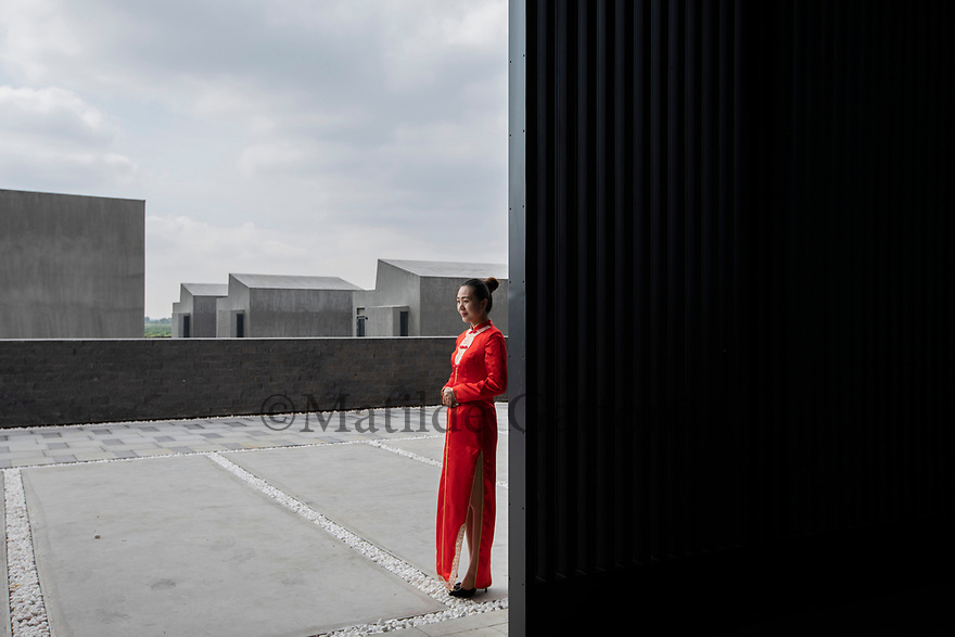 China - Ningxia - Chateau Copower Jade, on the outskirts of Yinchuan. The 80-hectare-vineyard and the winery's modern structure cost 19 million euros and won the 2018 RVF Wine Design Award. <br />