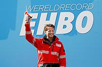 Nederland - Amsterdam -  2017.  Het Rode Kruis deed zaterdag 9 september een poging het wereldrecord grootste EHBO-les te verbreken. Het record is helaas niet gehaald. Prins Pieter-Christiaan, vicevoorzitter van het Nederlandse Rode Kruis, geeft het startschot.    Foto Berlinda van Dam / Hollandse Hoogte
