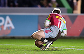 3rd December 2017, Twickenham Stoop, London, England; Aviva Premiership rugby, Harlequins versus Saracens; Charlie Walker of Harlequins collects the chip from Danny Care to score