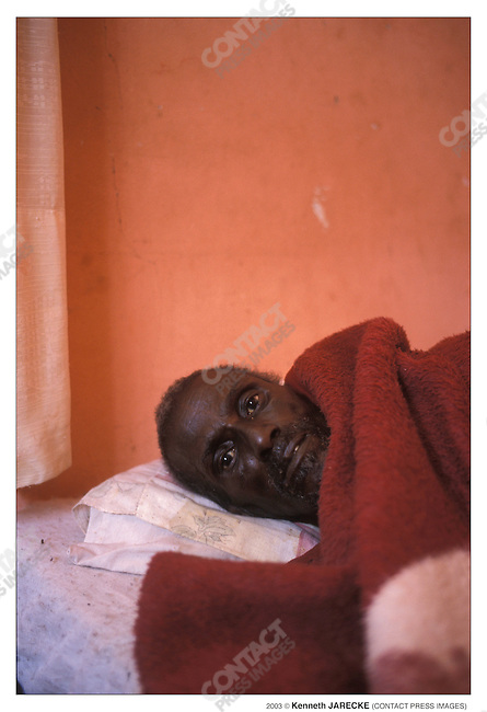 Sam Mhaphi had advanced AIDS symptoms before he began taking medications. Oste, Botswana, September 2003...2003 © Kenneth JARECKE (CONTACT Press Images)