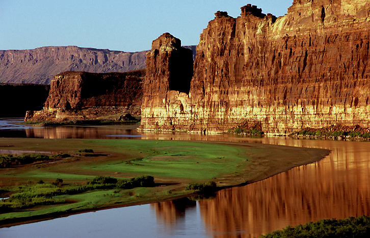 """Hite Marina (nonworking) is a fertile plain caused by lowering water levels of Lake Powell. Notice also the """"bathtub ring"""" that marks the high water line on the wall."""