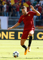 Calcio, Serie A: Roma vs Udinese. Roma, stadio Olimpico, 23 settembre 2017.<br /> Roma&rsquo;s Kevin Strootman in action during the Italian Serie A football match between Roma and Udinese at Rome's Olympic stadium, 23 September 2017. Roma won 3-1.<br /> UPDATE IMAGES PRESS/Riccardo De Luca