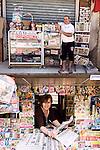 DOPPIE INFORMAZIONI<br /> L'edicola di Mokrane Chekir<br /> Salvatrice Bisignano, giornalaia<br /> <br /> Mobile si sposta e cammina <br /> la notizia,<br /> con appresso il giornalaio<br /> disponible.<br /> <br /> Tanto sicura<br /> degli occhi suoi, delle labbra<br /> persino della frangia fuoriposto.<br /> Bella e decisa<br /> la giornalaia non legge<br /> ma c&rsquo;invita <br /> all&rsquo;incontro<br /> con il giornale.