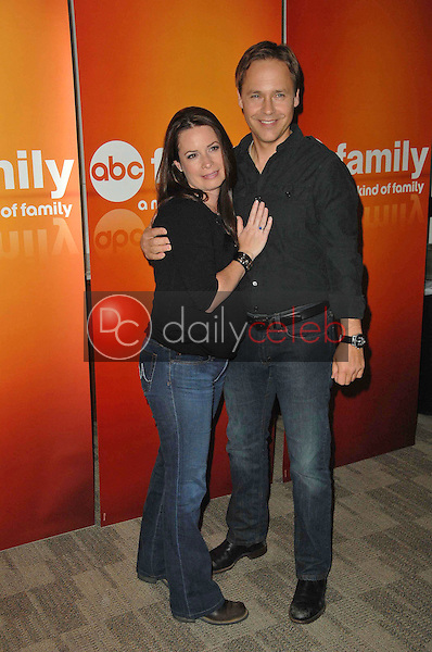 Holly Marie Combs and Chad Lowe<br />