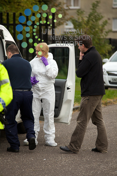 Samantha Wright missing, body possibly found 30 Magdalene Drive.forensics leaving scene.By Colin Robertson 13/10/09