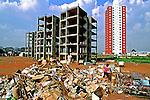 Depósito de lixo na favela de Heliópolis. São Paulo. 1997. Foto de Juca Martins.