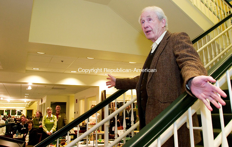 SOUTHBURY, CT- 14 MARCH 07- 031407JT01- <br /> Frank McCourt, Pulitzer Prize winning author of &quot;Angela's Ashes,&quot; speaks at the Southbury Public Library on Wednesday at a meeting of the Woodbury Business Association.<br /> Josalee Thrift Republican-American