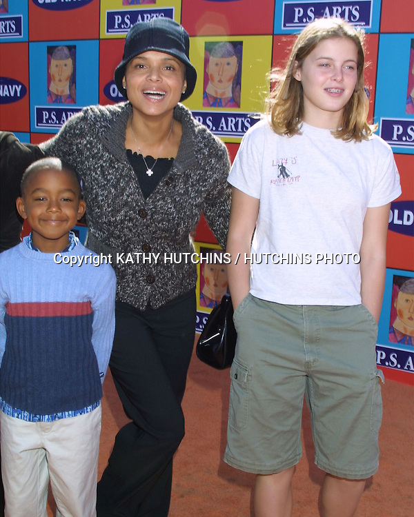 "©2003 KATHY HUTCHINS / HUTCHINS PHOTO."" EXPRESS YOURSELF"" BENEFIT FOR P.S. ARTS.VENICE, CA.NOVEMBER 2, 2003..VICTORIA ROWELL.DAUGHTER MYA.AND SON JASPER"
