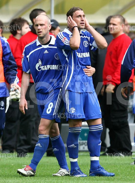 Fussball   1. Bundesliga   Saison 2006/2007   33. Spieltag Borussia Dortmund - FC Schalke 04             Fabian ERNST (li) und Marcelo BORDON (re, Schalke) enttaeuscht nach dem Abpfiff