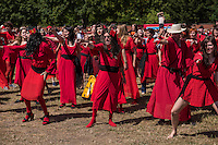 """Weltrekordversuch im Tanz """"Wuthering Heights"""" von Kate Bush.<br /> Am Samstag den 16. Juli 2016 versuchten mehrere hundert Menschen auf dem Tempelhofer Feld in Berlin-Neukoelln einen neuen Weltrekordversucht im Tanz """"Wuthering Heights"""" nach einem Musikstueck der britischen Saengerin Kate Bush. Sie hatten sich dafuer, wie in dem Musikvideo zum dem Musikstueck, rote Kleidern angezogen.<br /> Inspiriert durch 300 Menschen die das Kate Bush-Video in Brighton nachtanzten und damit den Start fuer den """"Internationalen The Wuthering Heights Day"""" gaben, hofften die Veranstalter noch mehr """"Kates Bushs"""" zusammen zu bekommen, um das Wuthering Heights Erlebnis nachzuspielen. Die meissten Menschen kamen fuer dieses Ereignis in Australien mit mehreren tausend zusammen.<br /> 16.7.2016, Berlin<br /> Copyright: Christian-Ditsch.de<br /> [Inhaltsveraendernde Manipulation des Fotos nur nach ausdruecklicher Genehmigung des Fotografen. Vereinbarungen ueber Abtretung von Persoenlichkeitsrechten/Model Release der abgebildeten Person/Personen liegen nicht vor. NO MODEL RELEASE! Nur fuer Redaktionelle Zwecke. Don't publish without copyright Christian-Ditsch.de, Veroeffentlichung nur mit Fotografennennung, sowie gegen Honorar, MwSt. und Beleg. Konto: I N G - D i B a, IBAN DE58500105175400192269, BIC INGDDEFFXXX, Kontakt: post@christian-ditsch.de<br /> Bei der Bearbeitung der Dateiinformationen darf die Urheberkennzeichnung in den EXIF- und  IPTC-Daten nicht entfernt werden, diese sind in digitalen Medien nach §95c UrhG rechtlich geschuetzt. Der Urhebervermerk wird gemaess §13 UrhG verlangt.]"""
