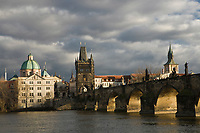 Europe/République Tchèque/Prague: Eglise Baroque  Saint- Sauveur du Clementinum et Pont Charles sur la Vltava    [Non destiné à un usage publicitaire - Not intended for an advertising use]