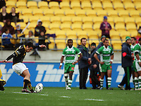 Wellington first five Dan Kirkpatrick kicks for goal. Air NZ Cup - Wellington Lions v Manawatu Turbos at Westpac Stadium, Wellington, New Zealand. Saturday 3 October 2009. Photo: Dave Lintott / lintottphoto.co.nz