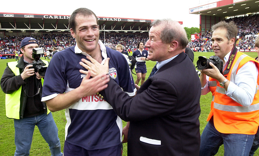 Photo: Greig Cowie..Zurich Premiership. Bristol Shoguns v Bath. Ashton Gate 04/05/2003.Peter Thorburn and Felipe Contepomi.