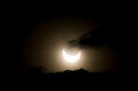 Un momento dell'eclissi parziale di sole, a Roma, 4 gennaio 2011..A view of the partial solar eclipse, in Rome, 4 january 2011..UPDATE IMAGES PRESS/Riccardo De Luca