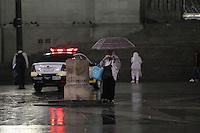SAO PAULO, SP, 08/07/2014, CHUVA. Sao Paulo amanheceu com chuva nessa terca-feira (8), na foto a Pca de Se, regiao central da capital paulista. Luiz  Guarnieri/Brazil Photo Press.
