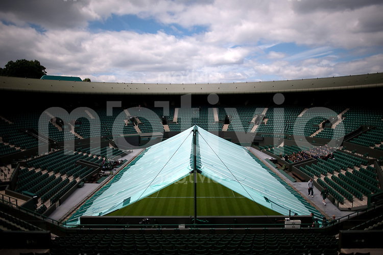 Test for the rain covers on Court 1 Preparation for The Wimbledon Championships 2010 The All England Lawn Tennis & Croquet Club  Sunday Pre Championships Sunday 20/06/2010