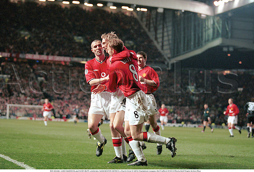 ROY KEANE, LUKE CHADWICK and NICKY BUTT celebrate, MANCHESTER UNITED 3 v Sturm Graz 0. UEFA Champions League, Old Trafford 010313 Photo:Neil Tingle/Action Plus...2001.Soccer.Premier League.Celebrations .Joy.celebrates.celebration.celebrating.football.premiership.association.english club clubs