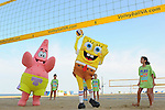 VIRGINIA BEACH, VA - SEPTEMBER 10:  Guests pose with the cast of SpongeBob SquarePants at Nickelodeon's World Wide Day of Play on September 10, 2014 in Virginia Beach, Virginia.  (Photo by Larry French/Getty Images for Nickelodeon) *** Local Caption *** SpongeBob SquarePants