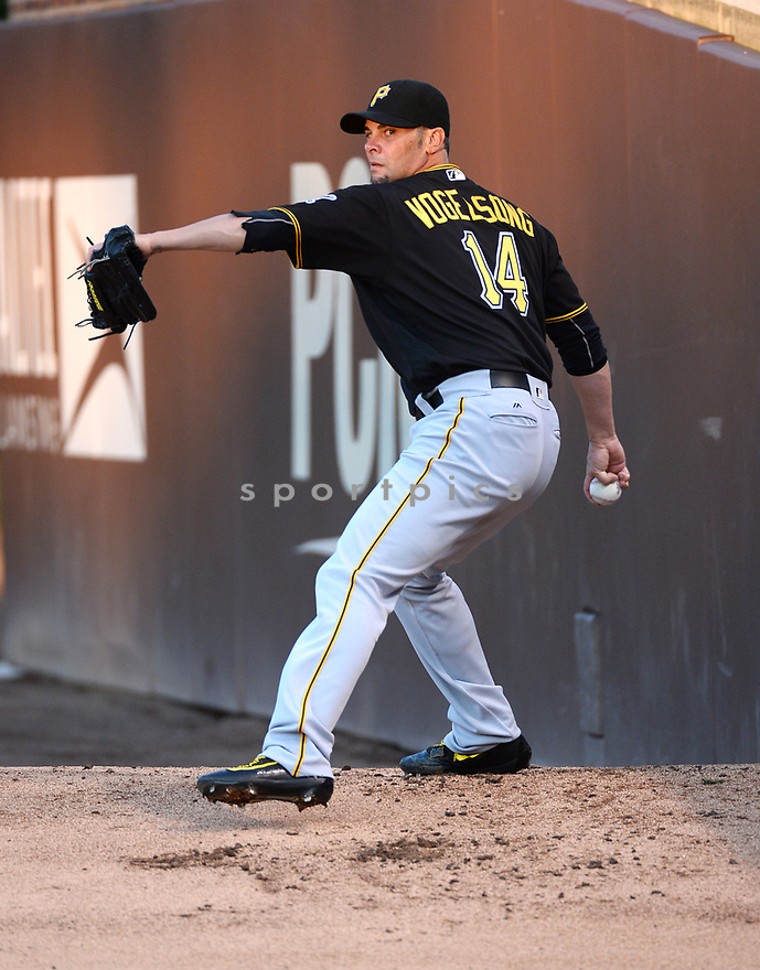 Pittsburgh Pirates Ryan Vogelsong (14) game against the Chicago Cubs on August 31, 2016 at Wrigley Field in Chicago, IL. The Cubs beat the Pirates 6-5.