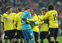FUSSBALL   1. BUNDESLIGA  SAISON 2011/2012   13. Spieltag  19.11.2011 FC Bayern Muenchen - Borussia Dortmund         SCHLUSSJUBEL Dortmund; Torwart Roman Weidenfeller (Mitte li) umarmt Mario Goetze (Mitte re)