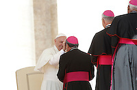 Papa Francesco saluta alcuni vescovi al termine dell'udienza generale del mercoledi' in Piazza San Pietro, Citta' del Vaticano, 7 settembre 2016.<br /> Pope Francis greets some bishops at the end of his weekly general audience in St. Peter's Square at the Vatican, 7 September 2016.<br /> UPDATE IMAGES PRESS/Isabella Bonotto<br /> <br /> STRICTLY ONLY FOR EDITORIAL USE