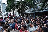 SÃO PAULO,SP, 27.03.2017 - PROTESTO-SP - Artistas educadores de formação realizam ato a favor do descongelamento da cultura. Os artistas se reunam em ato pacífico em frente ao Teatro Municipal de São Paulo. As escadarias do teatro estão  bloqueadas pela guarda civil metropolitana por determinação do prefeito João Dória Jr.  O ato ocorre na região central da capital paulista, na tarde desta segunda-feira, 27 - (Foto: Rogério Gomes/Brazil Photo Press)