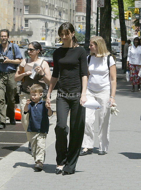 "Actress Bridget Moynahan spotted spending some time with unidentified kid while on the set of ""Lord of War"" on Upper West Side. New York, August 9, 2004. Please byline: BRIAN FLANNERY--ACEPIXS.COM   ..  *** ***..Ace Pictures, Inc:  ..contact: Alecsey Boldeskul (646) 267-6913 ..Philip Vaughan (646) 769-0430..e-mail: info@acepixs.com"