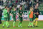 15.04.2018, Weser Stadion, Bremen, GER, 1.FBL, Werder Bremen vs RB Leibzig, im Bild<br /> <br /> <br /> Dank an die Fans nach dem Spiel  <br /> Sebastian Langkamp (Werder Bremen #15)<br /> Niklas Moisander (Werder Bremen #18)<br /> Florian Kainz (Werder Bremen #7)<br /> Marco Friedl (Werder #32)<br /> Johannes Eggestein (Werder Bremen #24)<br /> Jaroslav Drobny (Werder Bremen #33)<br /> Foto &copy; nordphoto / Kokenge
