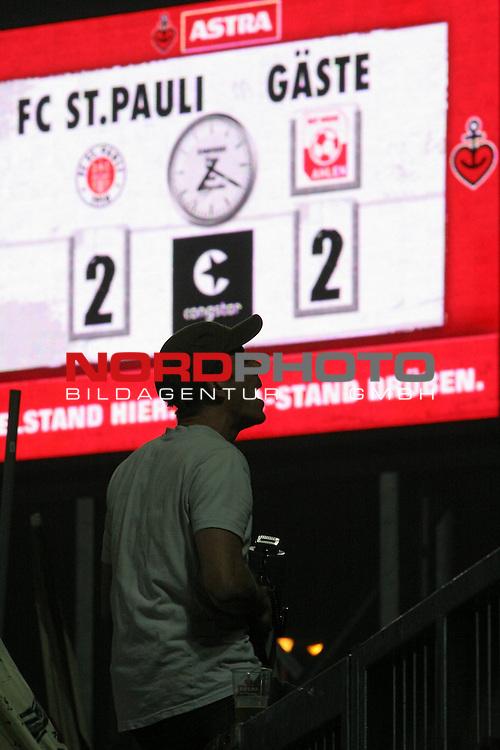 2.Liga FBL 2008/2009  13. Spieltag Hinrunde<br /> FC St.Pauli &ndash; vs. Rotweiss Ahlen 2:2<br /> <br /> <br /> Endstand am Millerntor 2:2.<br /> <br /> <br /> <br /> Foto &copy; nph (nordphoto)<br /> <br /> *** Local Caption ***