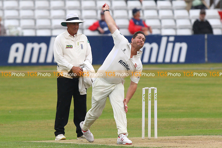 Jesse Ryder in bowling action for Essex - Essex CCC vs Glamorgan CCC - LV County Championship Cricket at the Essex County Ground, Chelmsford, Essex - 13/07/15 - MANDATORY CREDIT: Gavin Ellis/TGSPHOTO