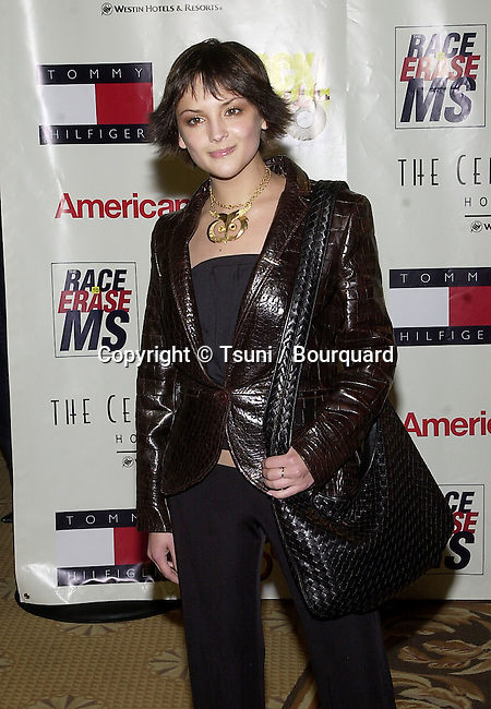 """Rachael Leigh Cook arriving at The 8th Annual Rock n' Soul to Erase """" MS """"  at the Century Plaza in Los Angeles  5/18/2001  © Tsuni          -            LeighCookRachael25.jpg"""