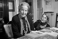 Carla Porta Musa,poetessa e  scrittrice, è nata a Como nel Marzo 1902. Qui con la figlia Livia