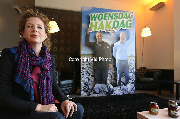 Foto: VidiPhoto<br /> <br /> AMSTERDAM - Woensdag Hakdag, luidt de nieuwe reclameslogan van conservenspecialist Hak uit Giessen. Foto: Nicole Freid, directeur marketing &amp; innovatie bij HAK.