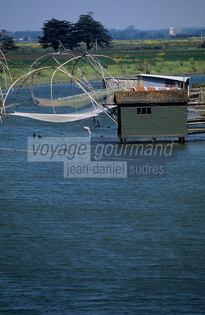 Europe/France/Pays de la Loire/44/Loire-Atlantique/Les Moutiers-en-Retz/Port du Collet: Carrelets des pêcheurs dans le marais breton