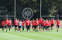 Mannschaft l&auml;uft sich warm - 21.08.2018: Eintracht Frankfurt Training, Commerzbank Arena, DISCLAIMER: <br /> DFL regulations prohibit any use of photographs as image sequences and/or quasi-video.