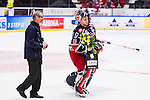 S&ouml;dert&auml;lje 2013-12-12 Ishockey Hockeyallsvenskan S&ouml;dert&auml;lje SK - Mora IK :  <br /> S&ouml;dert&auml;lje m&aring;lvakt 43 Sebastian Idoff fick pris som b&auml;ste hemmaspelare<br /> (Foto: Kenta J&ouml;nsson) Nyckelord:  portr&auml;tt portrait glad gl&auml;dje lycka leende ler le