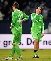 FUSSBALL   1. BUNDESLIGA   SAISON 2011/2012   22. SPIELTAG FC Schalke 04 - VfL Wolfsburg         19.02.2012 Marco Russ (li) und Marcel Schaefer (re, beide VfL Wolfsburg) sind nach dem Abpfiff enttaeuscht