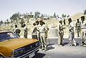 Irak 1991.Au poste de controle de Kore, les soldats irakiens et les peshmergas.Iraq 1991.Checkpoint in Kore: Iraqi soldiers and peshmergas