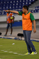 BARRANQUILLA- COLOMBIA - 25-09-2013: Cesar Torres, director tecnico del Deportes Quindio durante el partido en el estadio Metropolitano Roberto Melendez de la ciudad de Barranquilla, septiembre 25 de 2013. Atletico Junior y Deportes Quindio durante partido por la undecima  fecha de las de la Liga Postobon II. (Foto: VizzorImage / Alfonso Cervantes / Str). Cesar Torres, coach of Deportes Quindio during a math in the Metropolitano Roberto Melendez Stadium in Barranquilla city, September 25, 2013. Atletico Junior and Deportes Quindio in a match for the eleventh round of the Postobon League II. (Photo: VizzorImage / Alfonso Cervantes / Str).