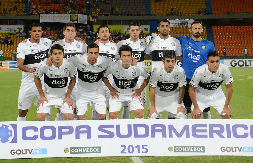 MEDELLIN - COLOMBIA-15-09-2015: Jugadores de Olimpia (PRY) posan para una foto previo al encuentro de vuelta con Aguilas Doradas (COL)  por la segunda fase de la Copa Sudamericana 2015 jugado en el estadio Atanasio Girardot de la ciudad de Medellín./ Players of Olimpia (PRY) pose to a photo prior the second leg match against Aguilas Doradas (COL) for the second phase of Sudamerica Cup 2015 played at Atanasio Giraardot stadium in Medellin city.  Photo:VizzorImage/ Leon Monsalve /Str