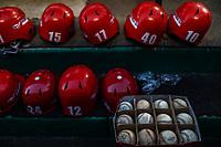 Detalle de cascos rojos y pelotas de los  Mayos de Navojoa, durante juego de beisbol de la Liga Mexicana del Pacifico temporada 2017 2018. Tercer juego de la serie de playoffs entre Mayos de Navojoa vs Naranjeros. 04Enero2018. (Foto: Luis Gutierrez /NortePhoto.com)