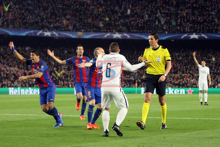 UEFA Champions League 2016/2017.<br /> Round of 16 2nd leg<br /> FC Barcelona vs Paris Saint-Germain: 6-1.<br /> Luis Suarez, Sergio Busquets, Andres Iniesta, Marco Verratti &amp; Deniz Aytekin.