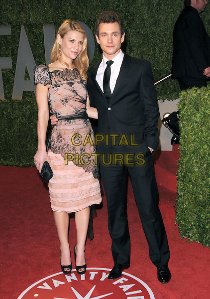 CLAIRE DANES & HUGH DANCY.The 2009 Vanity Fair Oscar Party held at The Sunset Tower Hotel in West Hollywood, California, USA..February 22nd, 2009.oscars full length beige pink black lace dress open toe shoes couple suit clutch bag.CAP/DVS.©Debbie VanStory/Capital Pictures.