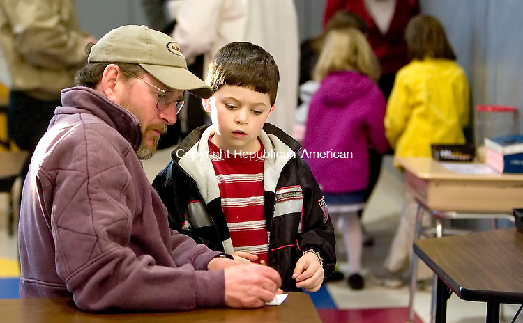 THOMASTON, CT- 29 MARCH 07- 032907JT04- <br /> Rich Charbonneau helps his stepson Judd Kinney, 8, estimate the number of items in a jar during Family Math Night for second graders at Black Rock School on Thursday. The event, which is in its 13th year, intends to make parents and guardians aware of simple and fun math games they can do at home with their child.<br /> Josalee Thrift Republican-American