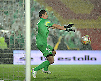 BOGOTA - COLOMBIA -27 -01-2015: Franco Armani, portero del Atletico Nacional, no ataja el balón, durante partido de vuelta entre Independiente Santa Fe y Atletico Nacional por la Super Liga 2015, en el estadio Nemesio Camacho El Campin de la ciudad de Bogota.  / Franco Armani, goalkeeper Atletico Nacional not save the shot during the match between Independiente Santa Fe and Atletico for the second leg of the Super Liga 2015 at the Nemesio Camacho El Campin Stadium in Bogota city. Photo: VizzorImage / Luis Ramirez / Staff.