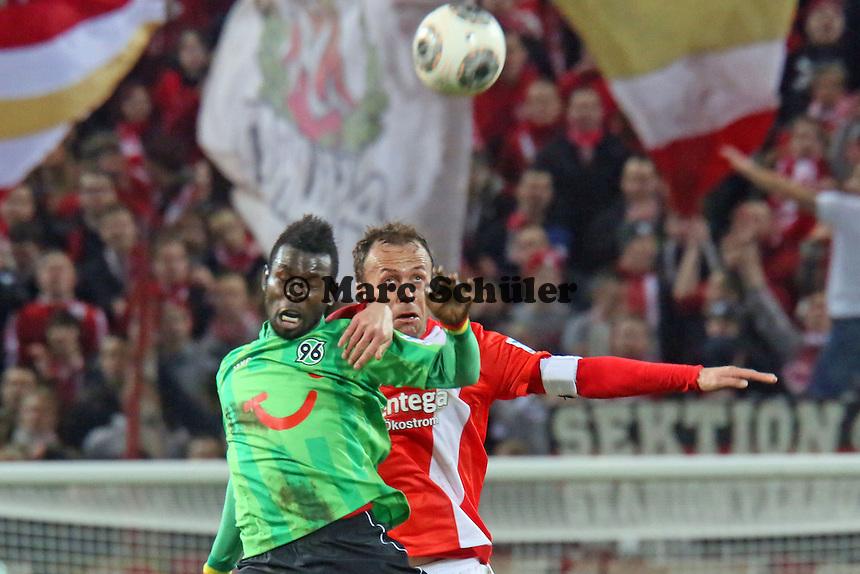 Mame Diouf (Hannover) gegen Nikolce Noveski (Mainz) - 1. FSV Mainz 05 vs. Hannover 96, Coface Arena, 21. Spieltag