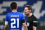 Benjamin Huebner (Hoffenheim) im Gespraech mit Schiedsrichter Felix Brych.<br /> <br /> Sport: Fussball: 1. Bundesliga: Saison 19/20: 28. Spieltag: TSG 1899 Hoffenheim - 1. FC Koeln, 27.05.2020<br /> <br /> Foto: Markus Gilliar/GES/POOL/PIX-Sportfotos.<br /> <br /> Nur für journalistische Zwecke! Only for editorial use!<br /> <br /> Gemäß den Vorgaben der DFL Deutsche Fußball Liga ist es untersagt, in dem Stadion und/oder vom Spiel angefertigte Fotoaufnahmen in Form von Sequenzbildern und/oder videoähnlichen Fotostrecken zu verwerten bzw. verwerten zu lassen. DFL regulations prohibit any use of photographs as image sequences and/or quasi-video.