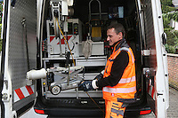 Kanalinspektor Michael Dörrmann mit demKamerawagen